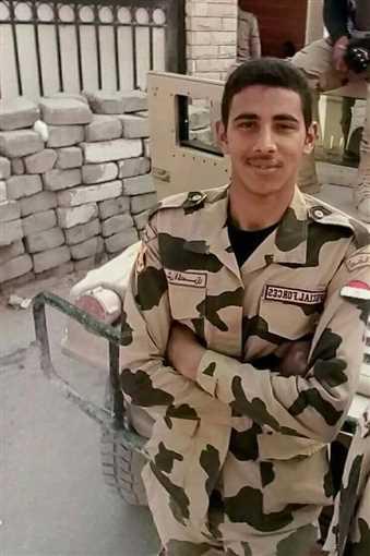 """العسكري علي من الشجعان.. مات راجل وسط الفرسان"""".. القصة الحقيقية ..."""