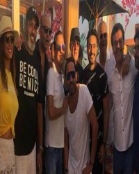 """السقا ومحمد إمام وهند صبري يحتفلون مع تامر حسني بنجاح """"البدلة"""""""