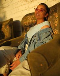 راندا البحيري بالكاجوال في جلسة تصوير جديدة