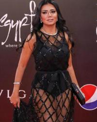 هذا شكل فستان رانيا يوسف بدون أن ترتفع بطانته