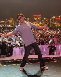 21 صورة- حضور مذهل لـ10 آلاف شخص لمشاهدة شاه روخ خان في دبي.. يروج لـ zero