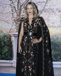 13 صورة- إيميلي بلنت وحيدة في العرض الخاص لـ Mary Poppins.. إطلالة بيد عربية