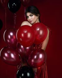 ياسمين الخطيب إغريقية في جلسة تصوير لعيد الحب