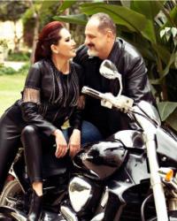"""4 صور- جلسة تصوير رومانسية لخالد الصاوي وزوجته على """"موتوسيكل"""""""