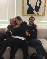 6 صور- حسين فهمي مع ابنته منة وزوجها في سهرة عائلية