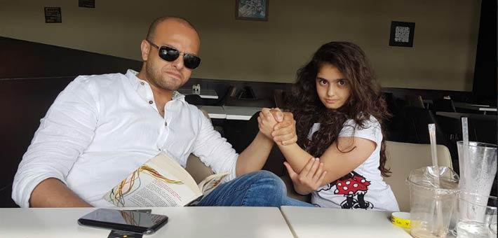 أحمد مراد وابنته