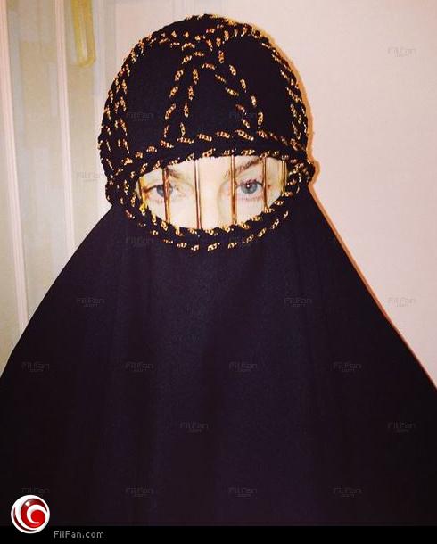 مادونا ترتدي النقاب