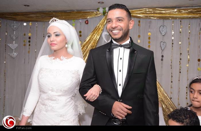 محمد حسن وزوجته في زفافهما