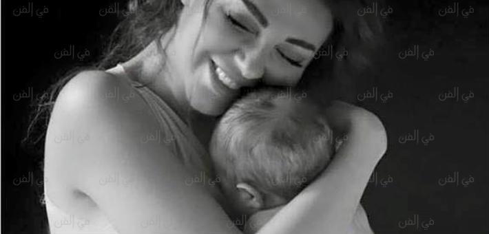 ميريام فارس وابنها