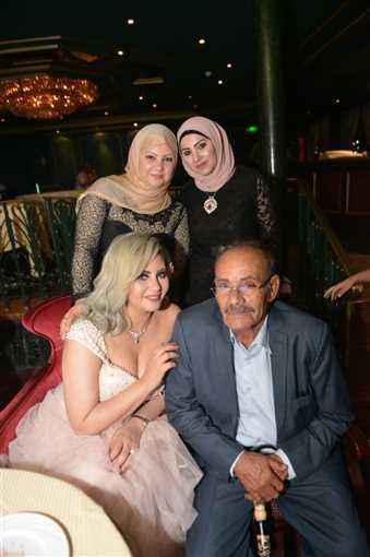 صور حياة الدرديري مع والدها في زفافها في الفن