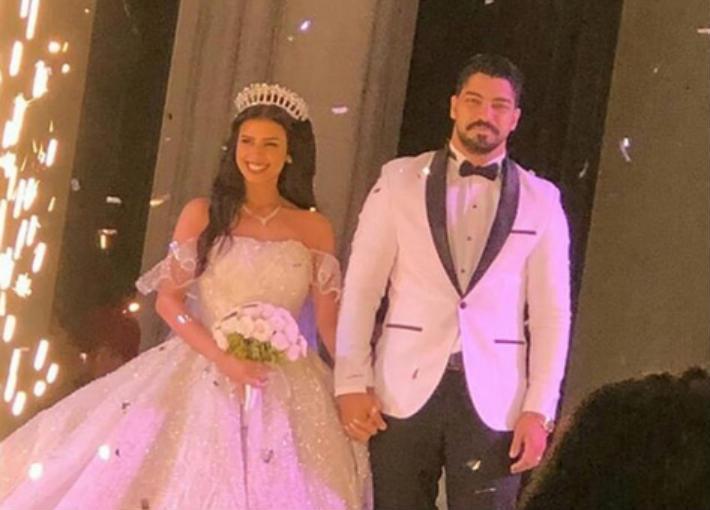 مينا وعروسه