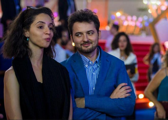 بالصور- المخرج أبو بكر شوقي لا يستطيع التوقف عن النظر إلى زوجته