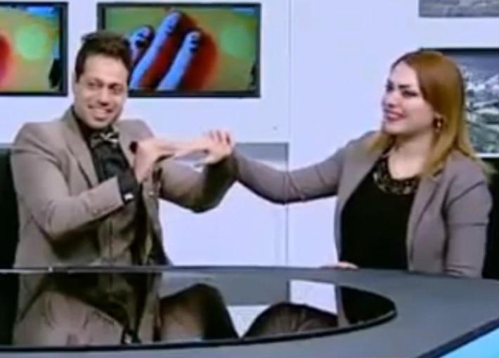 مذيع قناة الحدث وزميلته