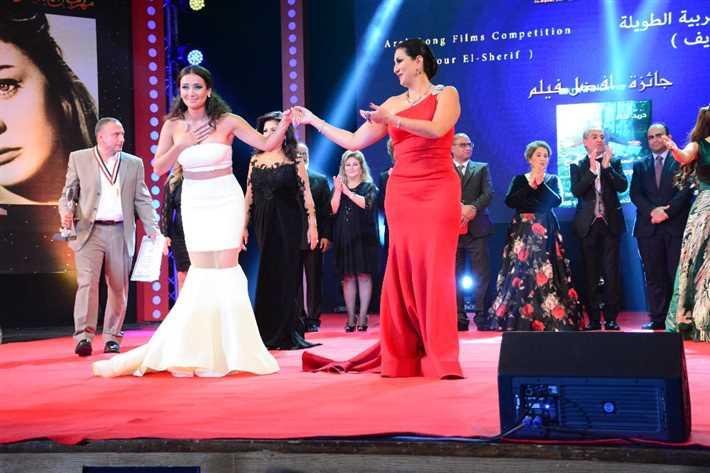 وفاء عامر تقدم كندة حنا للجمهور
