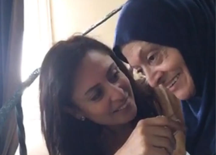 منى عراقي ووالدتها