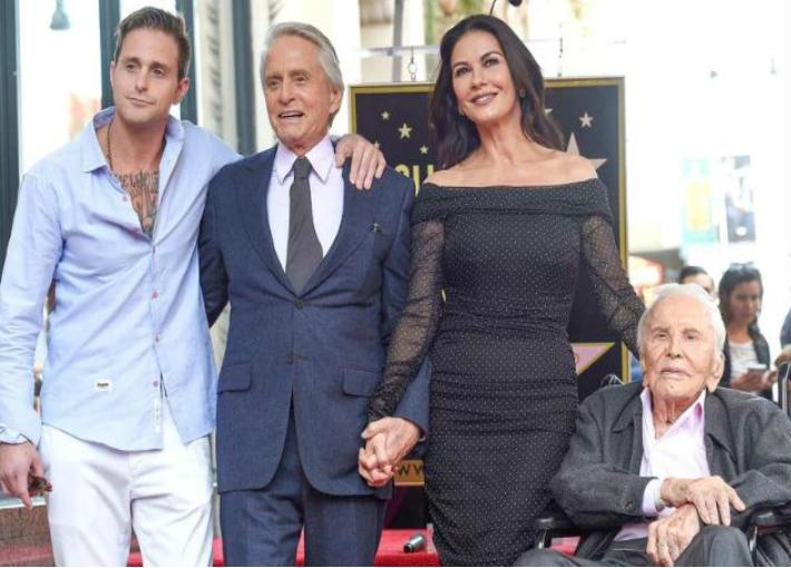 مايكل دوجلاس وعائلته