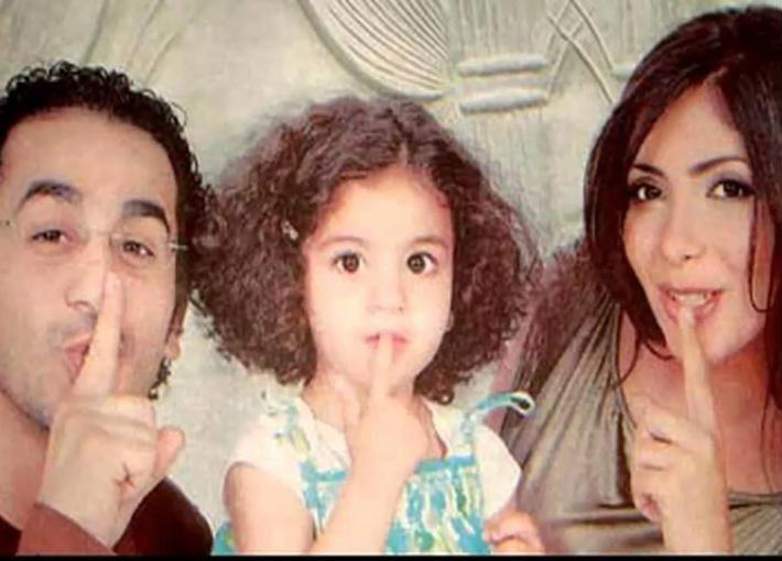 أحمد حلمي ومنى زكي ولي لي وهي طفلة