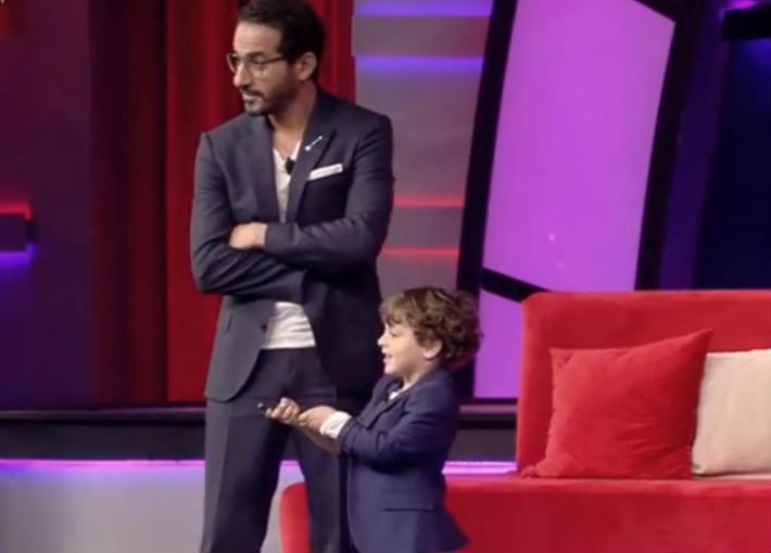 بالفيديو- طفل يفاجئ أحمد حلمي بقدرات استثنائية في Little Big Stars