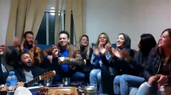 حميد الشاعري مع اصدقائه مصطفى قمر ونادينا وآخرين
