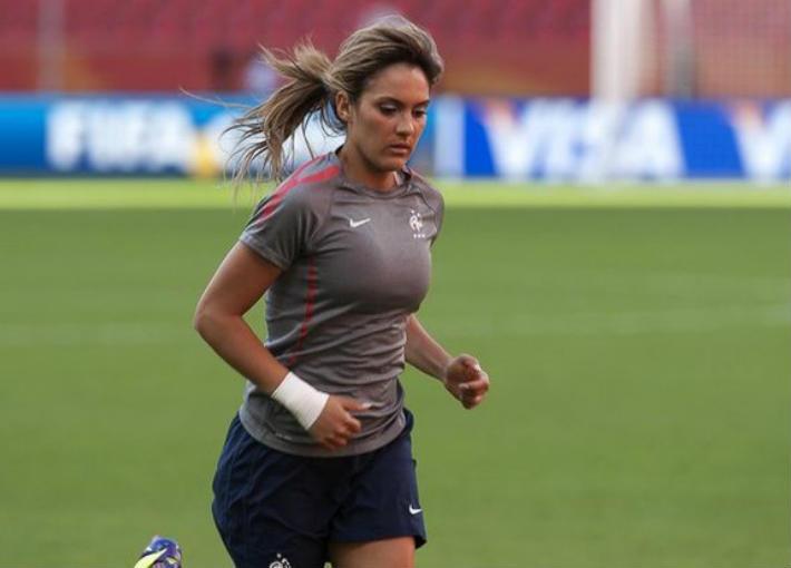 لويزا نسيب كرة القدم