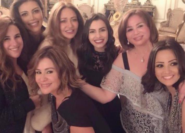 بالصور والفيديو- كارول سماحة تحتفل بنجاح حفلها مع إلهام شاهين  ويسرا وليلى علوي والنجوم