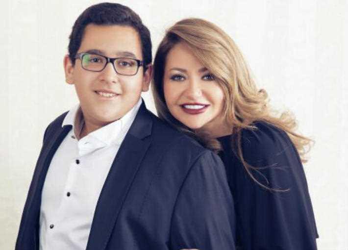 ليلى علوي وابنها خالد
