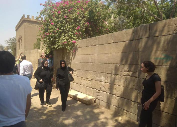 دلال عبد العزيز في وادع عزت أبو عوف بالمقابر