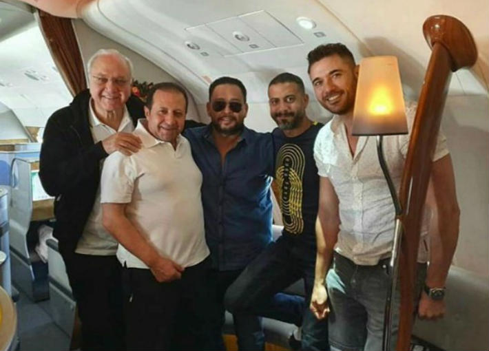 """أحمد عز وأبطال """"الممر"""" داخل الطائرة"""