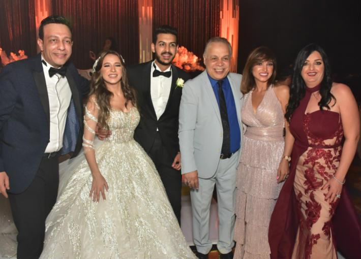 العروسين مع نجوم الفن