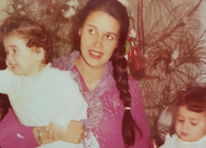 هنا شيحة مع والدتها