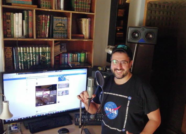 كريم أبو زيد أثناء تسجيل الأغنية الجديدة