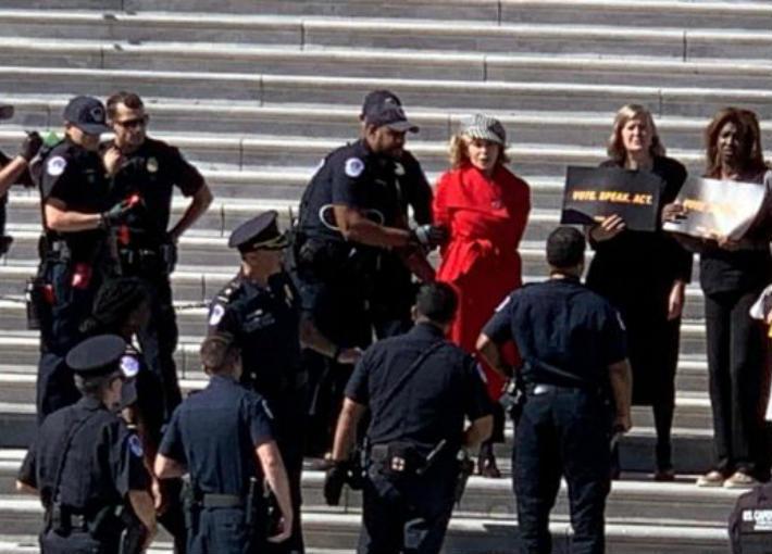 جين فوندا أثناء الاعتقال
