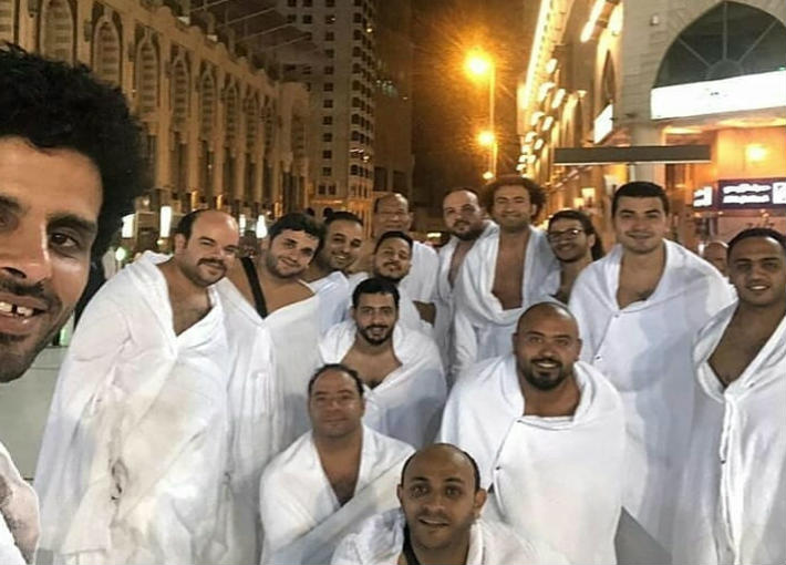 """أبطال """"مسرح مصر"""" بملابس الإحرام"""