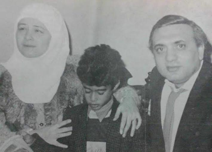 هيثم أحمد زكي مع والدته وزوجه والدته