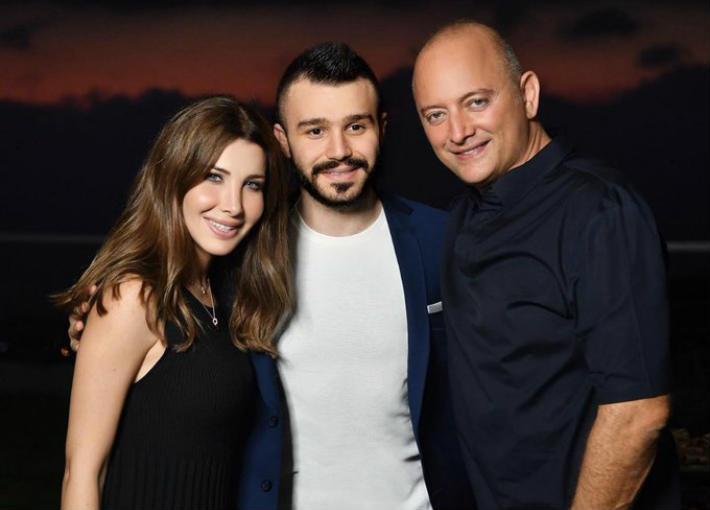 الصورة المتداولة لنانسي عجرم وزوجها مع الصحفي إيلي أبو نجم
