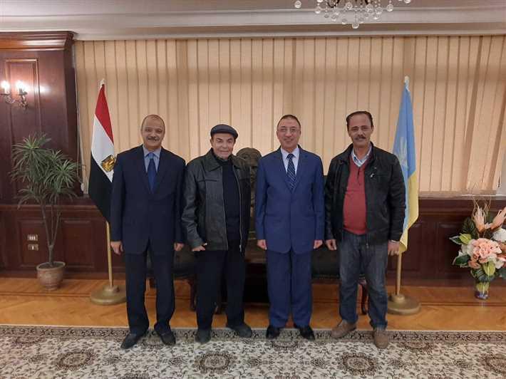 فريق إدارة المهرجان مع محافظ الإسكندرية