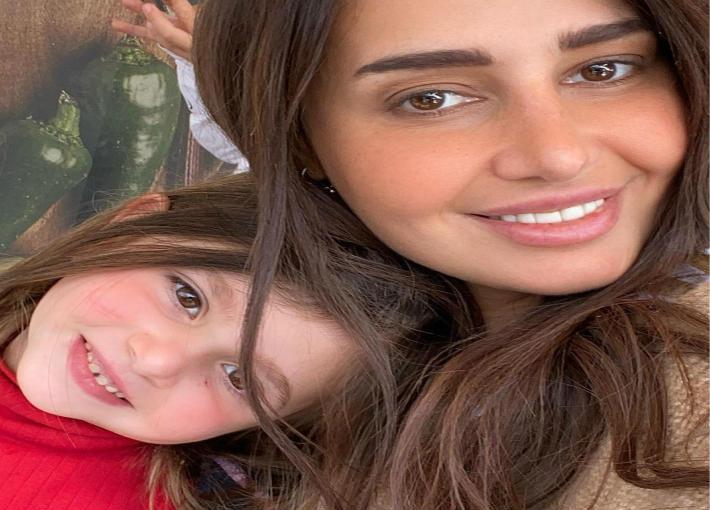 حلا شيحة وابنتها