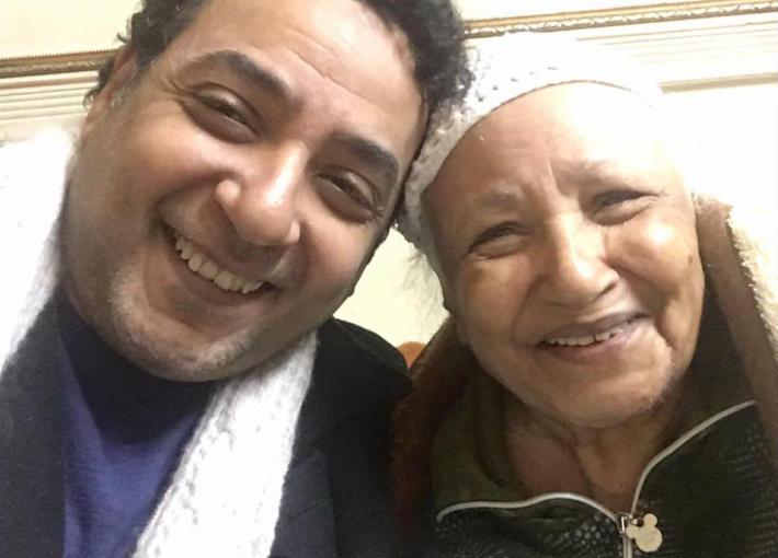 ياسر الطوبجي ووالدته