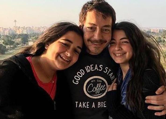 أحمد زاهر وابنتيه