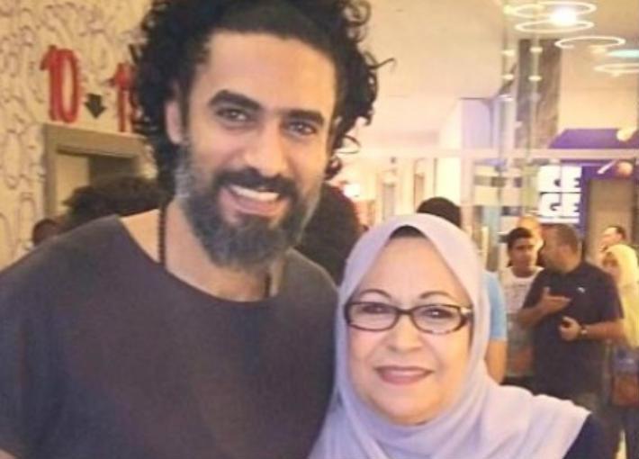 محمد علاء ووالدته