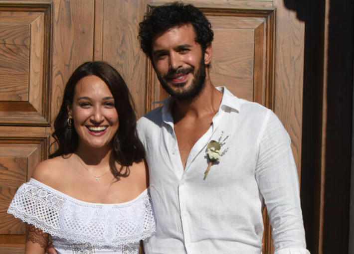 بالصور زواج باريش أردوتش على حبيبته الممثلة التركية جوبسي أوزاي خبر في الفن