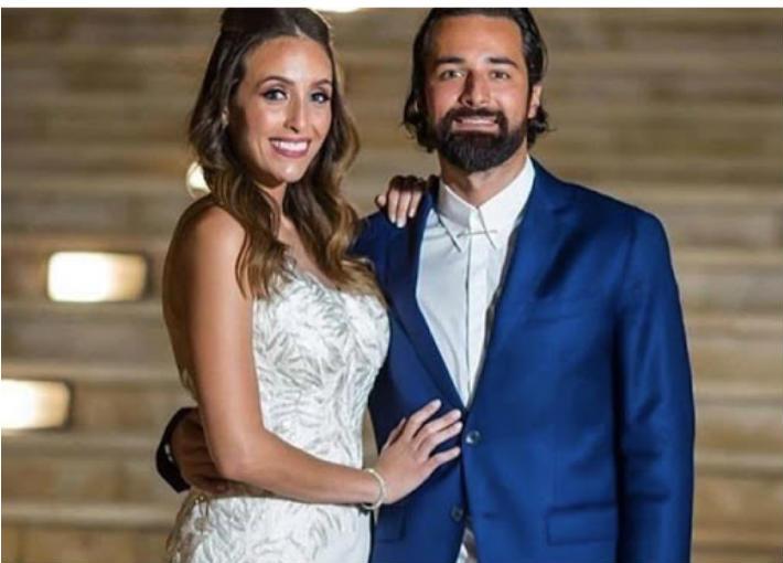 أحمد حاتم يحتفل مع زوجته بمرور أول عام على الزواج   خبر ...
