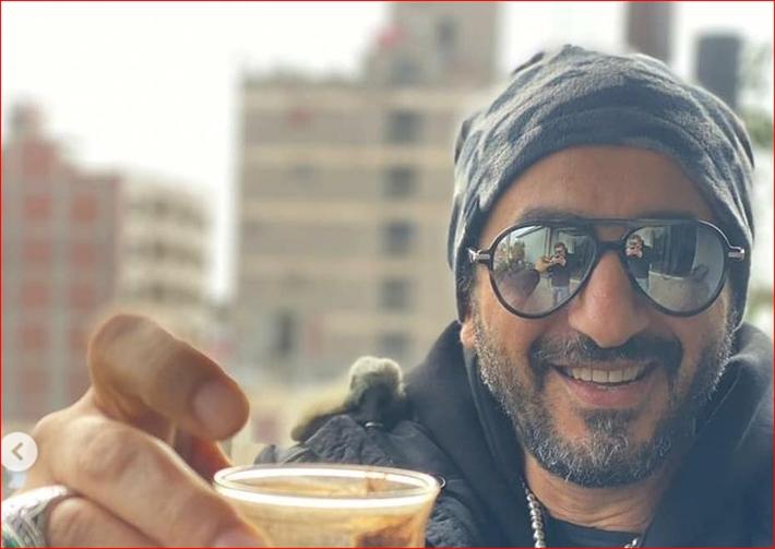 أحدث ظهور لأحمد حلمي بجلسة تصوير جديدة مع القهوة.. إتفرج