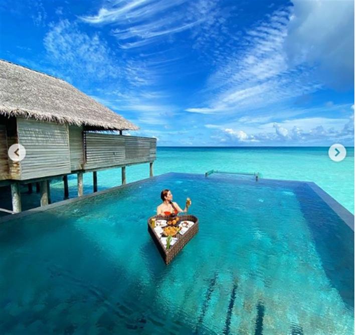 بالبلدي: نسرين طافش تتناول الإفطار داخل حمام السباحة بالمالديف (صور)  بالبلدي | BeLBaLaDy