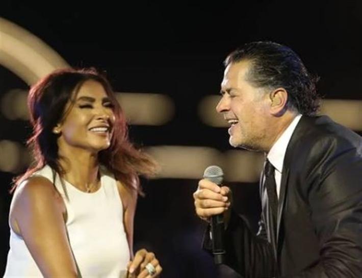 راغب علامة يرقص مع روجينا بحفل التجمع الخامس (فيديو) thumbnail