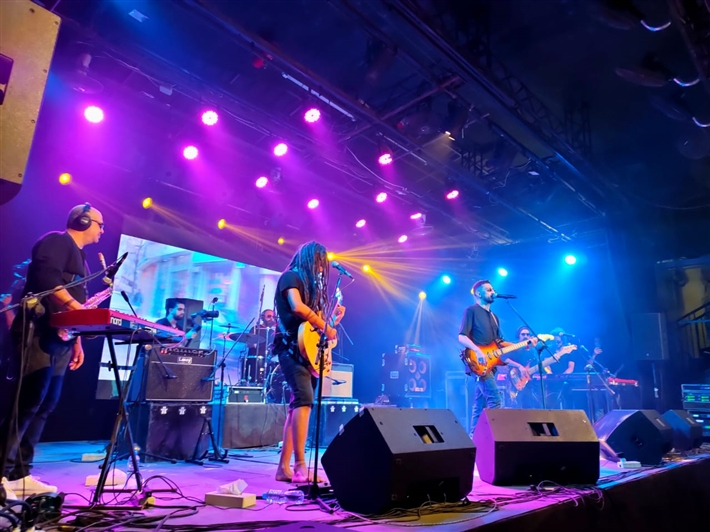 أوتوستراد تحتفل بألبومها الجديد مع جمهورها المصري في ساقية الصاوي thumbnail