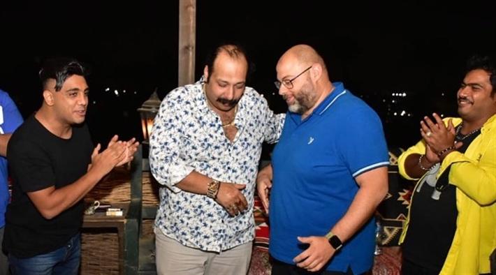 """فريق عمل """"الفرح فرحنا"""" يحتفل بعيد ميلاد محمد ثروت (صور) thumbnail"""