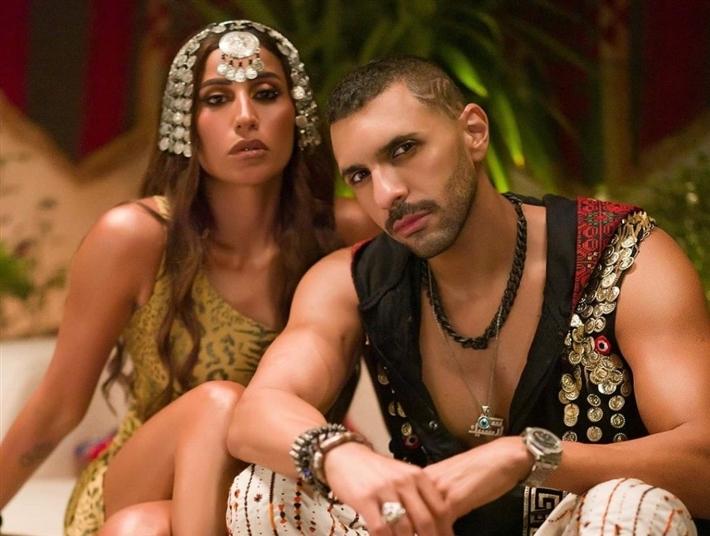 """بملابس """"فلتت مني"""".. جلسة تصوير تجمع حسن أبو الروس ودينا الشربيني thumbnail"""