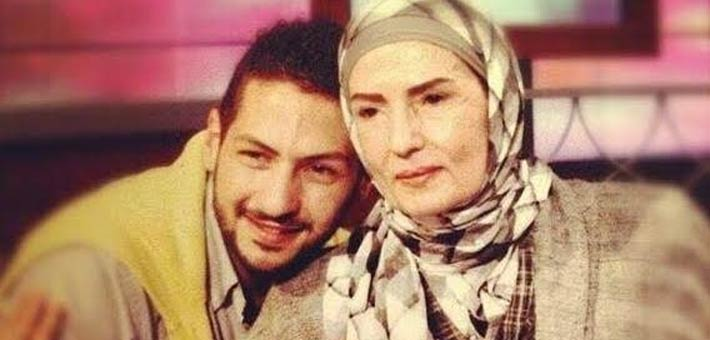 عمرو سمير مع والدته ماجدة عاصم