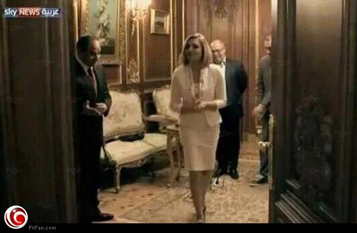 السيسي ينتظر مرور زينة من الباب